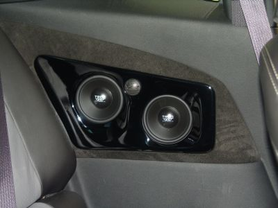 TREO TSX Components in painted inserts in the rear seating area
