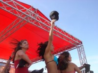 Bikini contestants toss out TREO hats